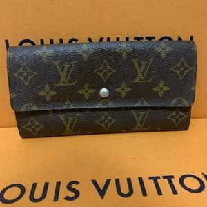 ‼️Authentic Louis Vuitton Sarah Wallet‼️